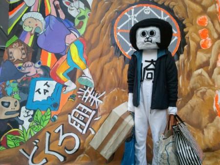 Okazaemon having a shop up...like a creep.